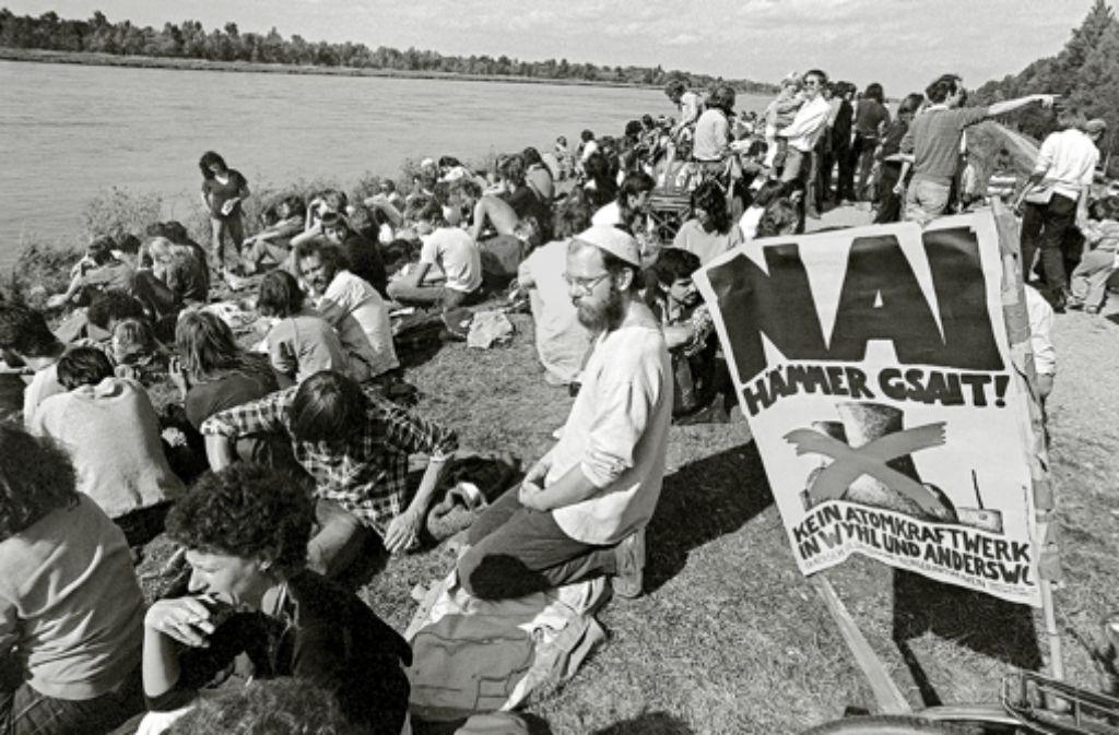 Rund 5000 Kernkraftgegner protestierten in der Nähe des geplanten Baugeländes: Wyhl wurde damit zum Symbol des Widerstandes gegen technische Großprojekte, Foto: dpa