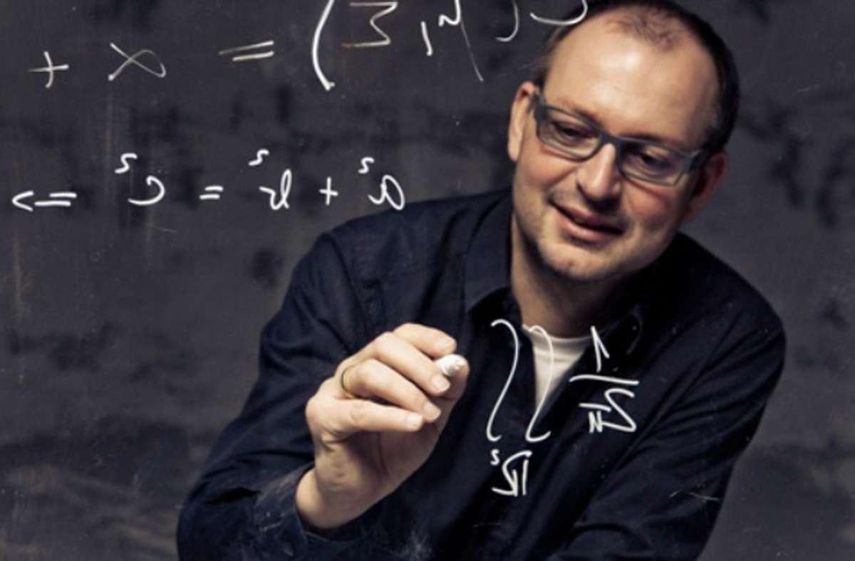 """Der Mathematiker Christian Hesse (60) versucht, dem Zufall auf die Schliche zu kommen – oder wie er sagt  """"den Zufall zu meistern"""". Foto: Promo/Ivo Kljuce"""