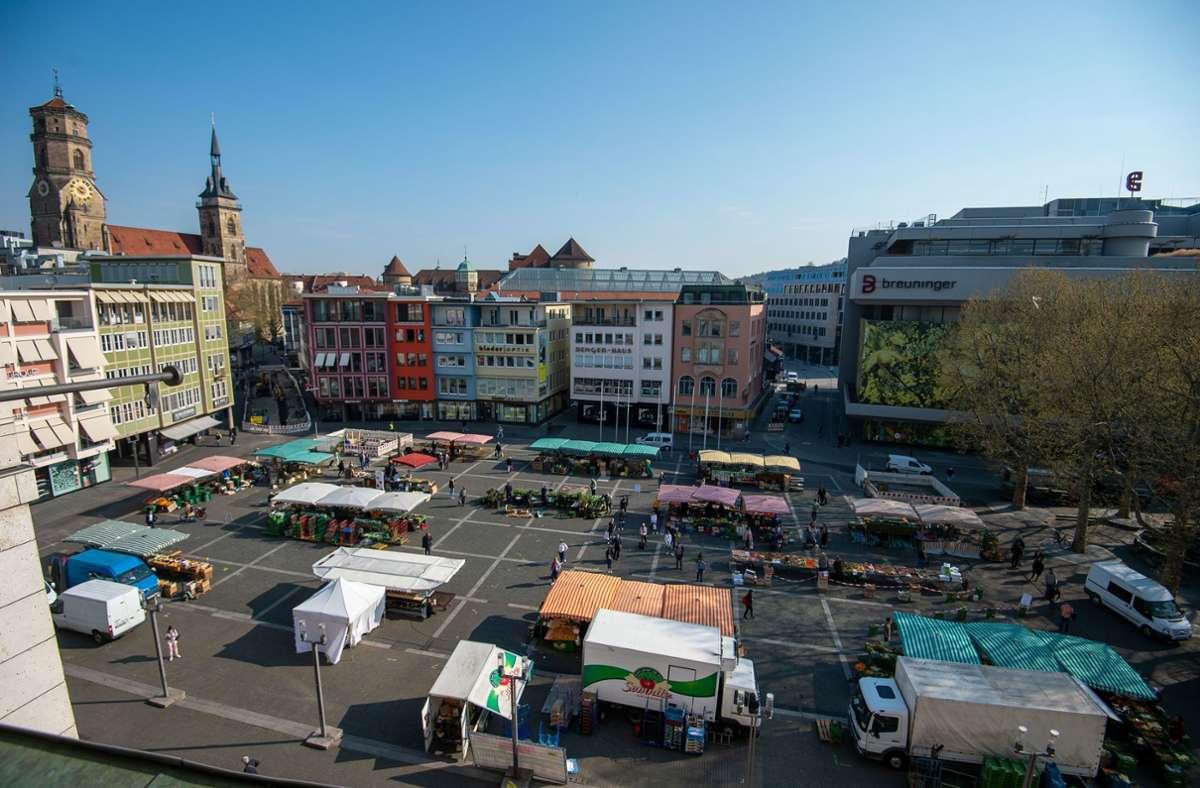 Der Stuttgarter Marktplatz erhält einen neuen Belag und ein Wasserfontänenfeld. Die Sanierung beginnt spätestens Mitte September und dauert bis 2022. Foto: Lg/Leif Piechowski