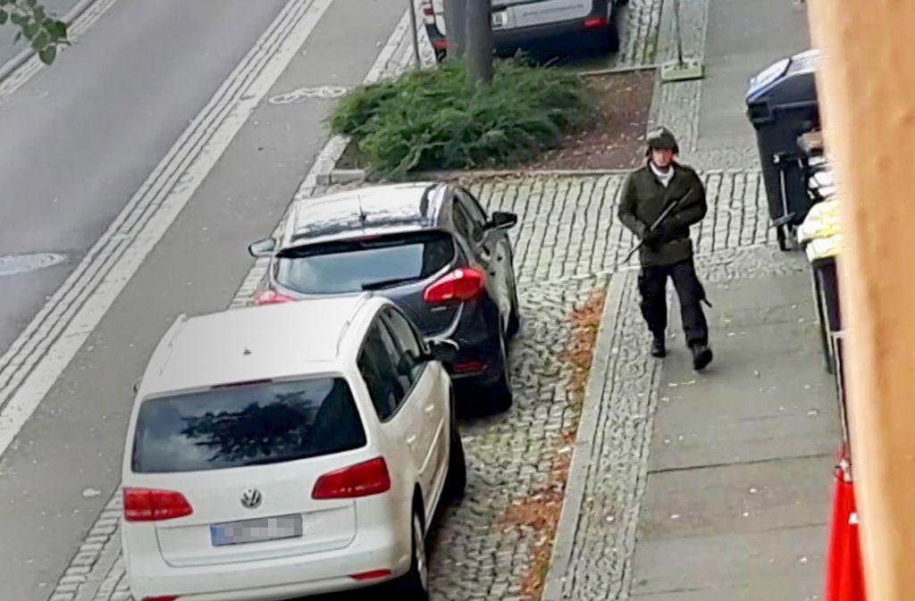 Sein Waffenarsenal und seinen  Angriffsplan  hat der Täter von Halle ausführlich im Internet  präsentiert. Foto: dpa/Uncredited, RIAS