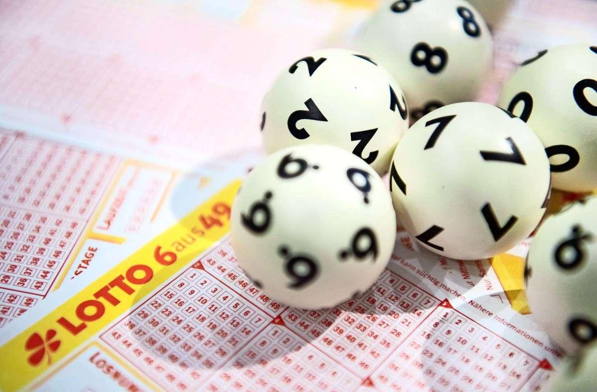 Eine Frau aus Baden-Württemberg hat 1,5 Millionen Euro im Lotto gewonnen. Foto: dpa/Tom Weller