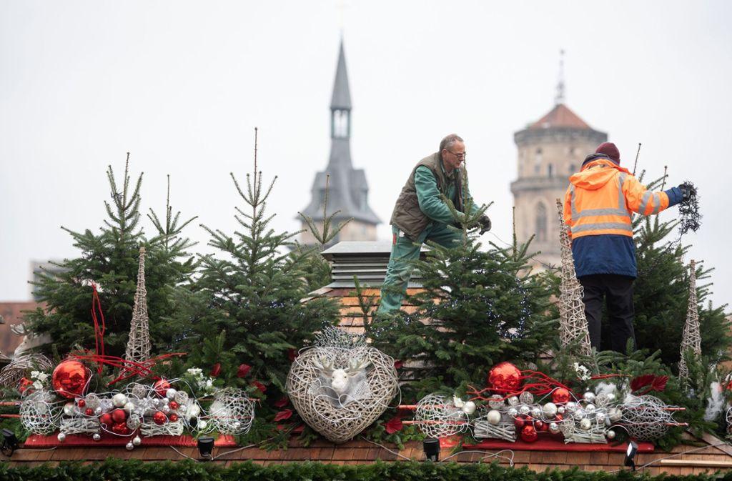 Änderungen hat es vor allem beim Aufbau von einem der größten Weihnachtsmärkte in Europa gegeben. Foto: dpa