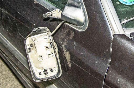 Wer zahlt, wenn der Autospiegel demoliert wird?