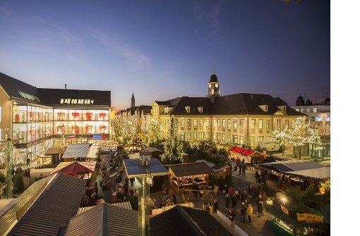 Lichterglanz und Glühweinduft auf dem Marktplatz und drum herum