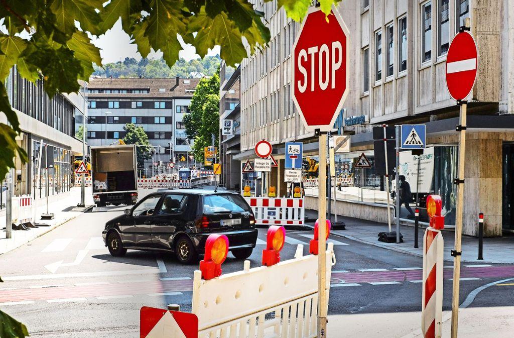 Manche Autofahrer verirren sich in die Feinstraße und müssen wieder zurück. Dabei gefährden sie manchmal Fahrradfahrer. Foto: Lichtgut/Max Kovalenko
