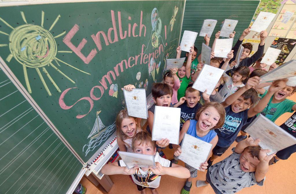 Für Schüler sind Sommerferien Spaß, für einen Teil der Lehrer bedeuten sie  Arbeitslosigkeit Foto: dpa