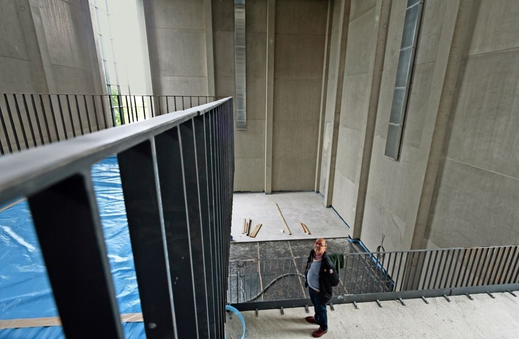 Hans-Peter Schmitt freut sich über den Baufortschritt in der Kletterhalle. Foto: factum/Granville