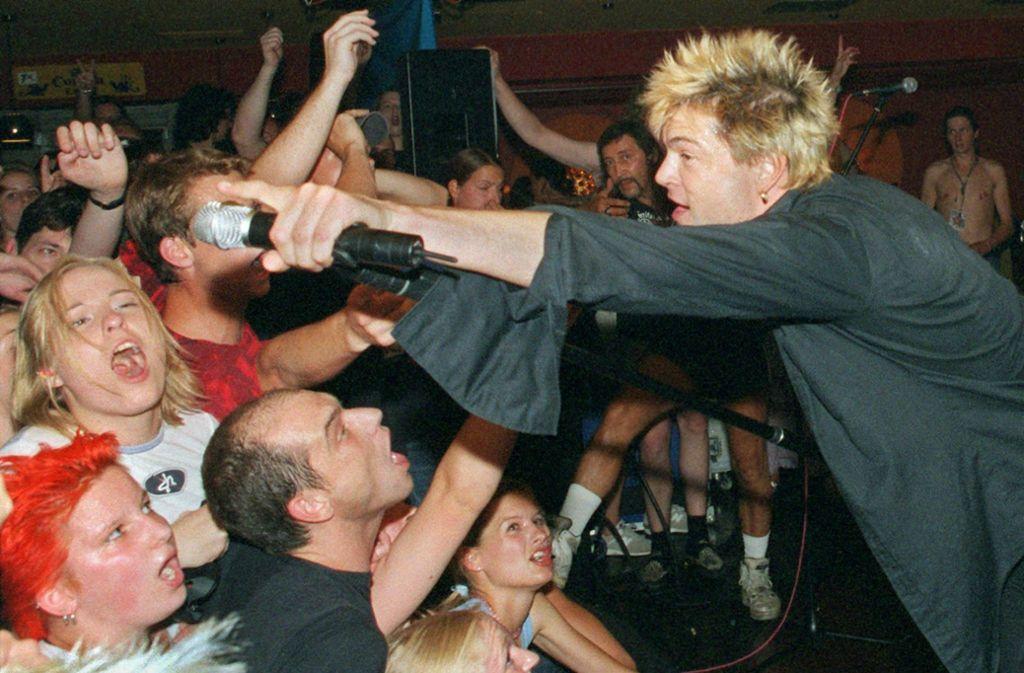 Campino (hier im Jahr 1998) hatte Anfang der 1980er mit dem Zentralkomitee Stadtmitte,  der Vorgängerband der Toten Hosen, ein Erlebnis der besonderen Art in der Stuttgarter Mausefalle. Foto: dpa