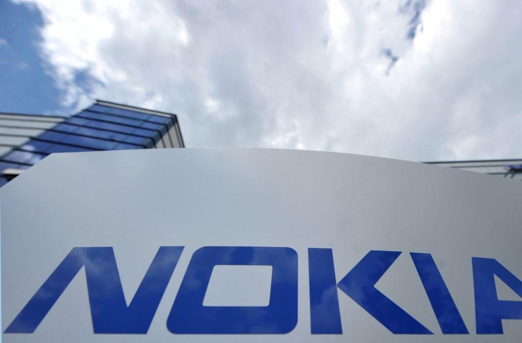 Symbolbild: Das Logo von Nokia am Forschungszentrum von Nokia in Ulm. Foto: dpa