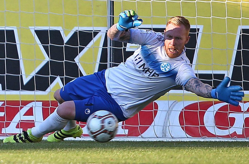 Lukas Königshofer hat die Kickers gegen Steinbach im Spiel gehalten. Foto: Baumann