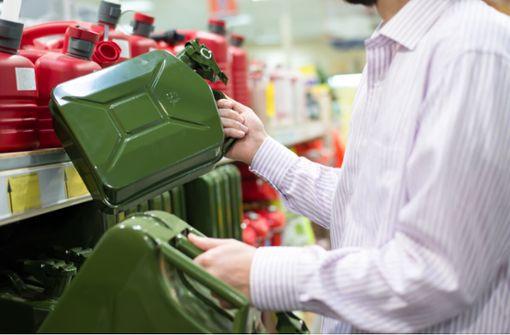 In diesem Artikel erfahren Sie, wie viel Benzin Sie lagern dürfen. Alles Wichtige zur Menge, Ort und Art der Lagerung.