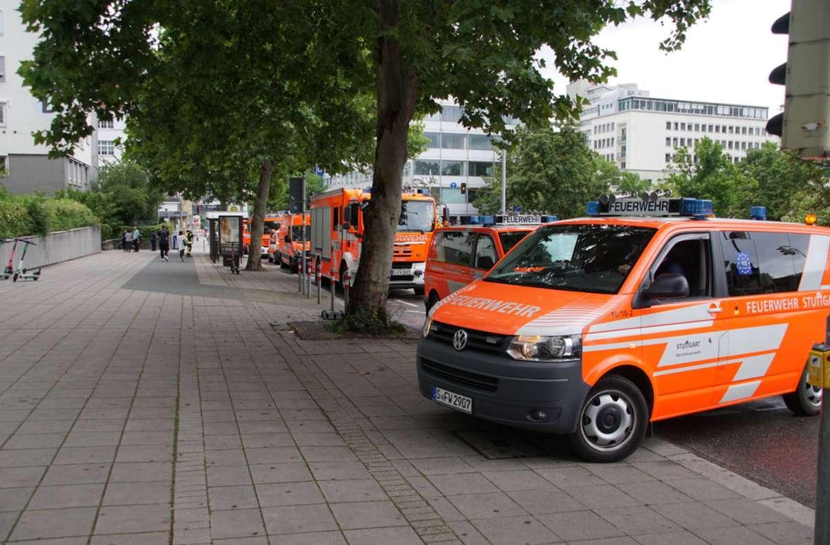Wegen des Wasserschadens im Katharinenhospital war auch die Stuttgarter Feuerwehr im Einsatz. Foto: 7aktuell.de/Andreas Werner