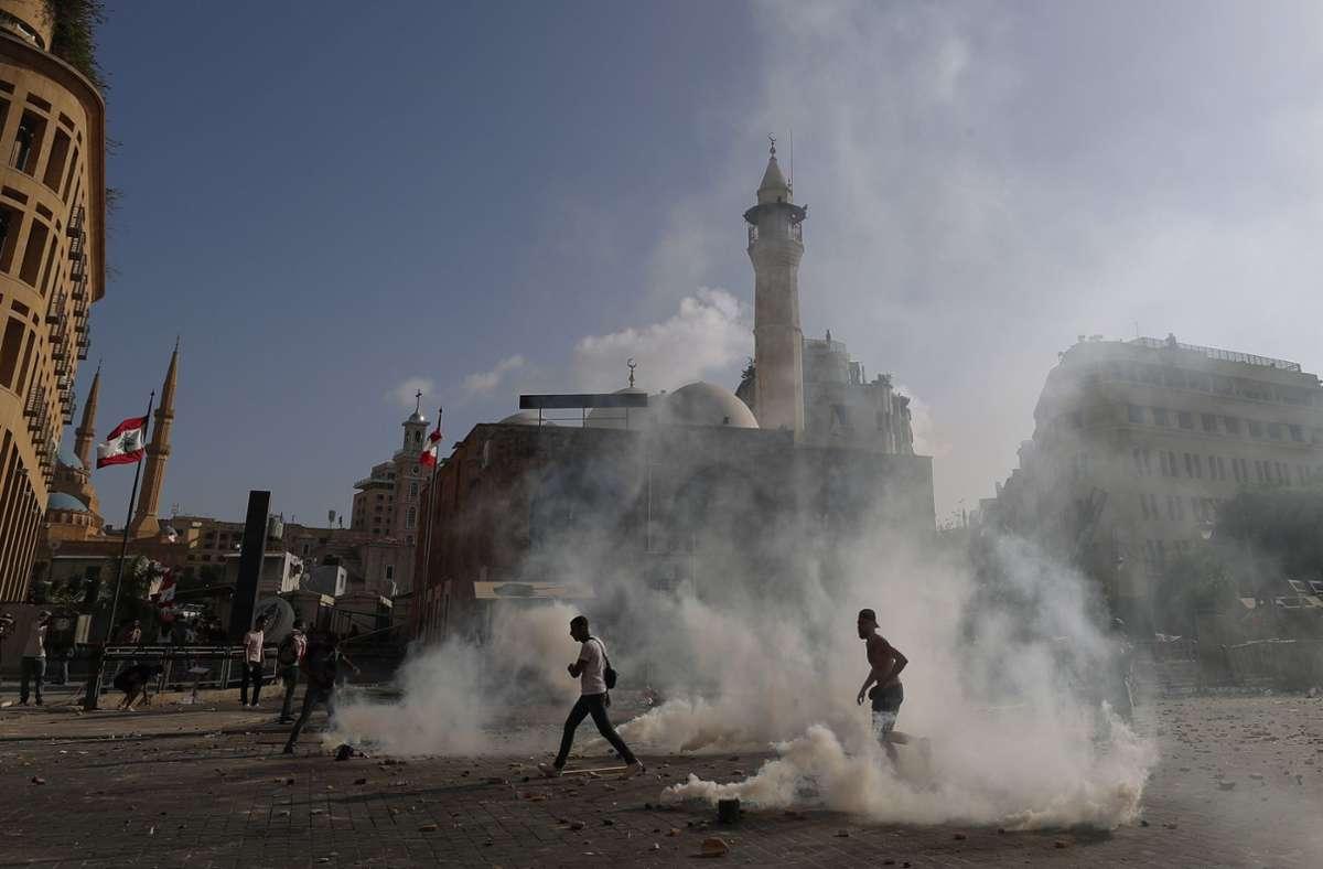 Ein Polizist ist bei den Protesten ums Leben gekommen. Foto: dpa/Hassan Ammar
