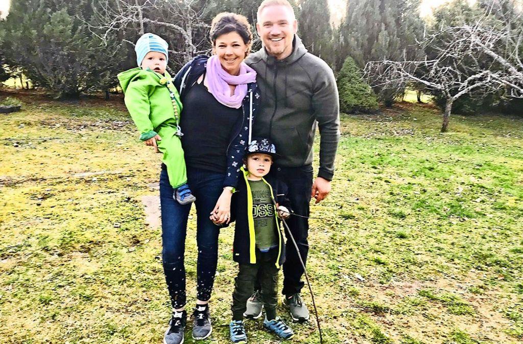 Genießt die Zeit mit ihrer Familie: Angela Wehrmann, ihr Mann Johannes und die Söhne Jonas (vorne) und Leon. Foto: privat