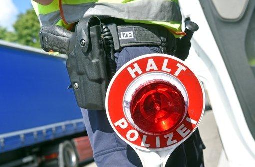 30.8.: Unfall auf A81 - Fahrer flüchtet zu Fuß