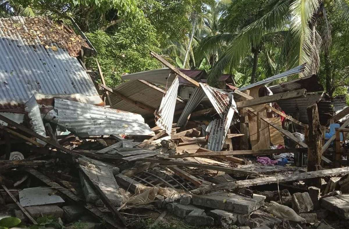 Gebäude und Straßen wurden beschädigt, es gab mindestens einen Toten und mehrere Verletzte: Das Zentrum des Bebens lag rund fünf Kilometer südöstlich des Ortes Cataingan in rund 21 Kilometern Tiefe. Foto: dpa/John Mark Lalaguna