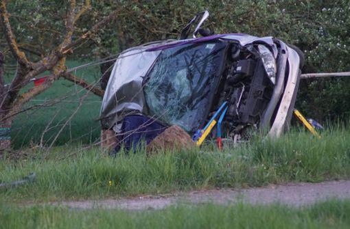 24-jähriger Beifahrer stirbt bei tragischem Unfall