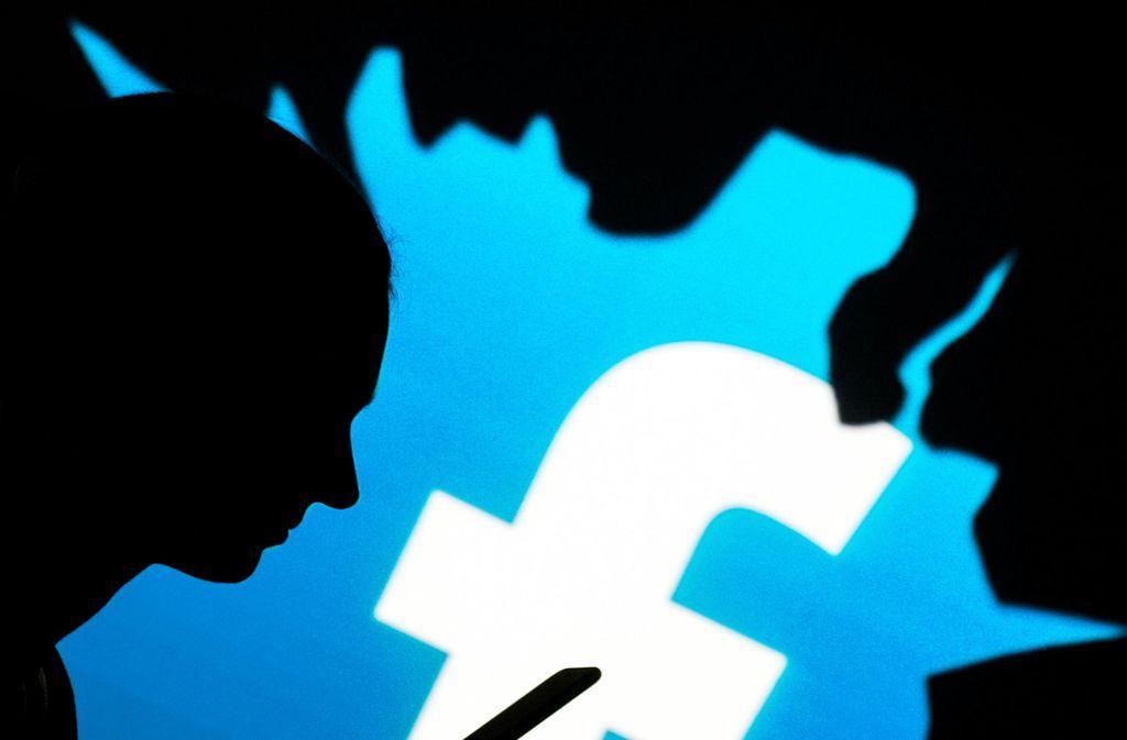 """""""Autisten"""", """"Geldkoffer stehen schon unter dem Tisch"""": auf Facebook zielt Kritik manchmal unter die Gürtellinie. Foto: dpa"""