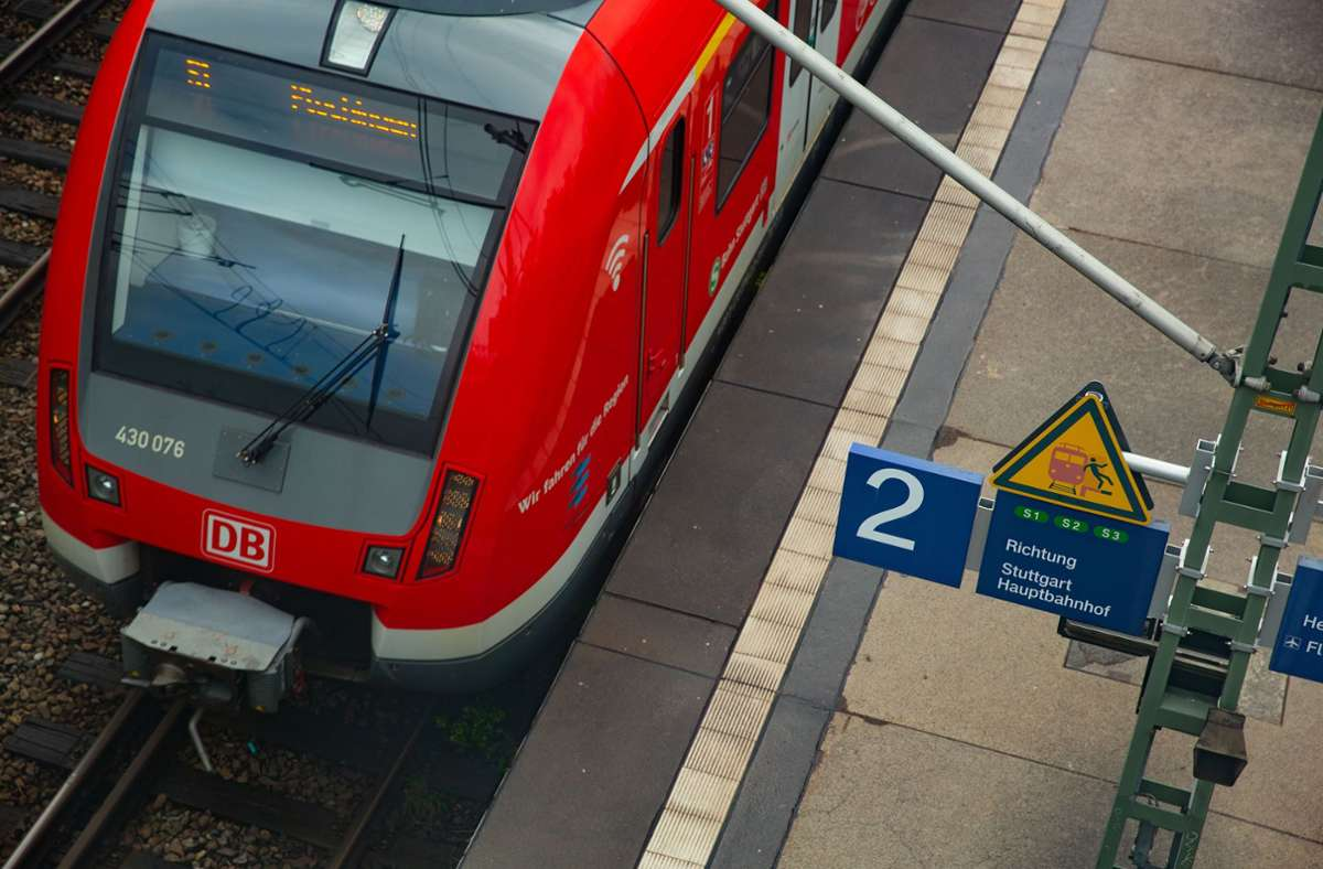 Der Bahnverkehr könnte aufgrund von Warnstreiks im Sommer beeinträchtigt werden. (Symbolbild) Foto: LICHTGUT/Leif Piechowski/Leif Piechowski