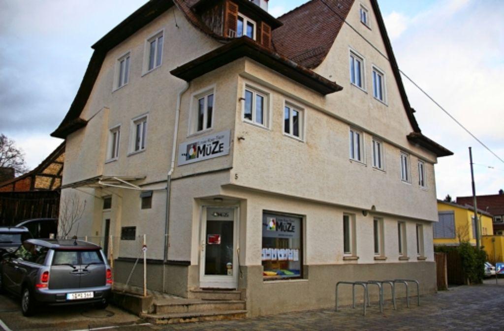 Das Gebäude an der Ernst-Kachel-Straße 5 ist zu klein geworden für den Eltern-Kind-Treff Müze, der vor 27 Jahren als Mütterzentrum gegründet wurde. Foto: Alexandra Kratz