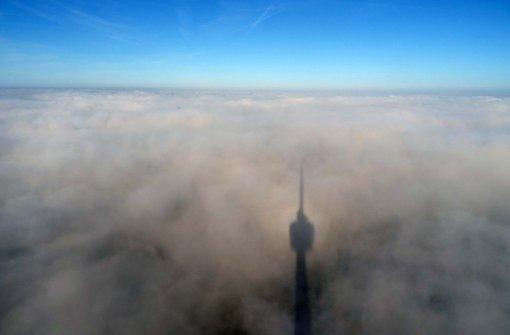 Am Morgen liegt der Kessel im Nebel, der sich im Verlauf des Tages verzieht.  Foto: Rosar