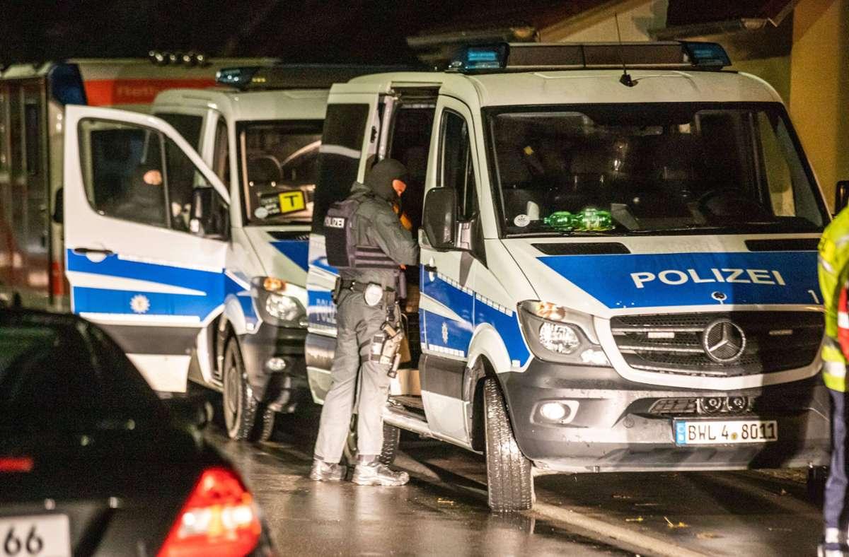Insgesamt 400 Polizisten haben 17 Wohnungen und ein Waldstück durchsucht. Foto: 7aktuell.de/Simon Adomat