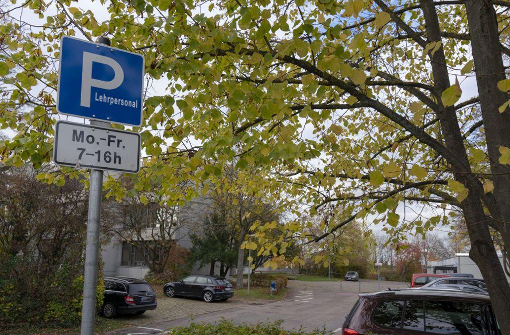 Auf dem Parkplatz des Albert-Einstein-Gymnasiums in Böblingen traf sich der Angeklagte mit Bekannten, obwohl sie die Schule nicht besuchen. Foto: factum/Andreas Weise