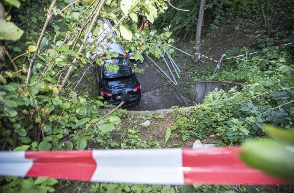 Das Auto stürzte in eine Fußgängerunterführung. Foto: 7aktuell.de/