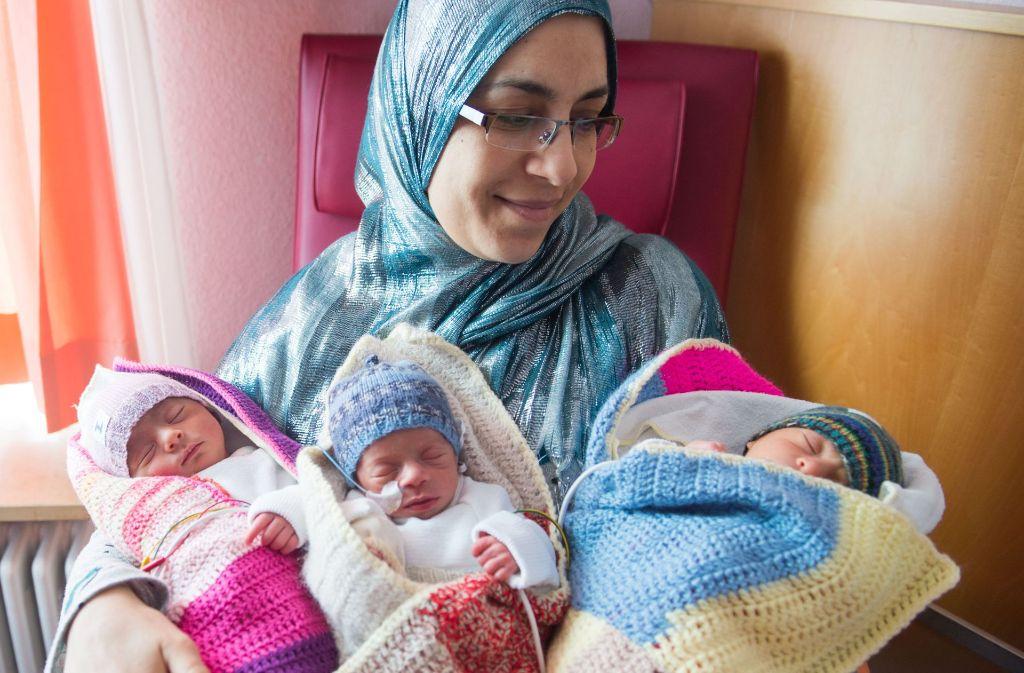Nour, Manar und Taha sind eine kleine Sensation. Die Drillinge kamen in Filderstadt ohne Kaiserschnitt zur Welt. Foto: dpa