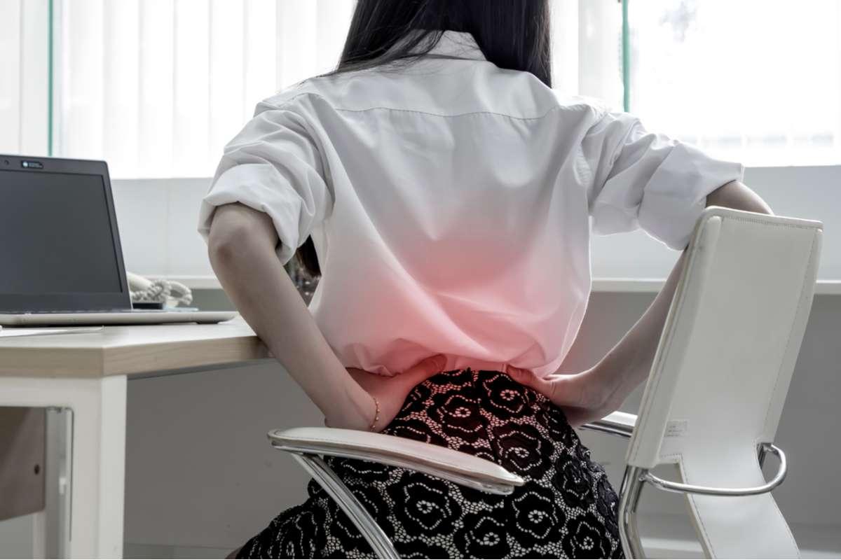 Bewegungsmangel kann u.a. zu Rückenschmerzen führen. Foto: Rojana2529/Shutterstock