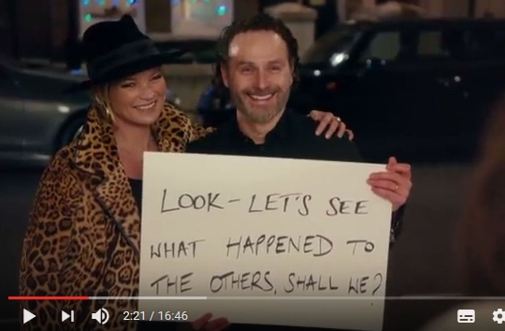 Tribut an den Originalfilm: Andrew Lincoln als Mark kommuniziert mit Hilfe von Schildern. Foto: NBC/Youtube