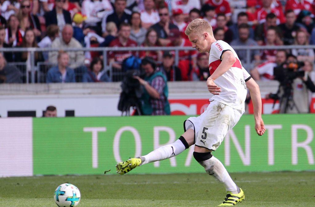 Timo Baumgartl (VfB) setzte gegen Hannover 96 zum Schuss an. Er stand nach seiner Gehirnerschütterung endlich wieder in der Startelf. Foto: Pressefoto Baumann