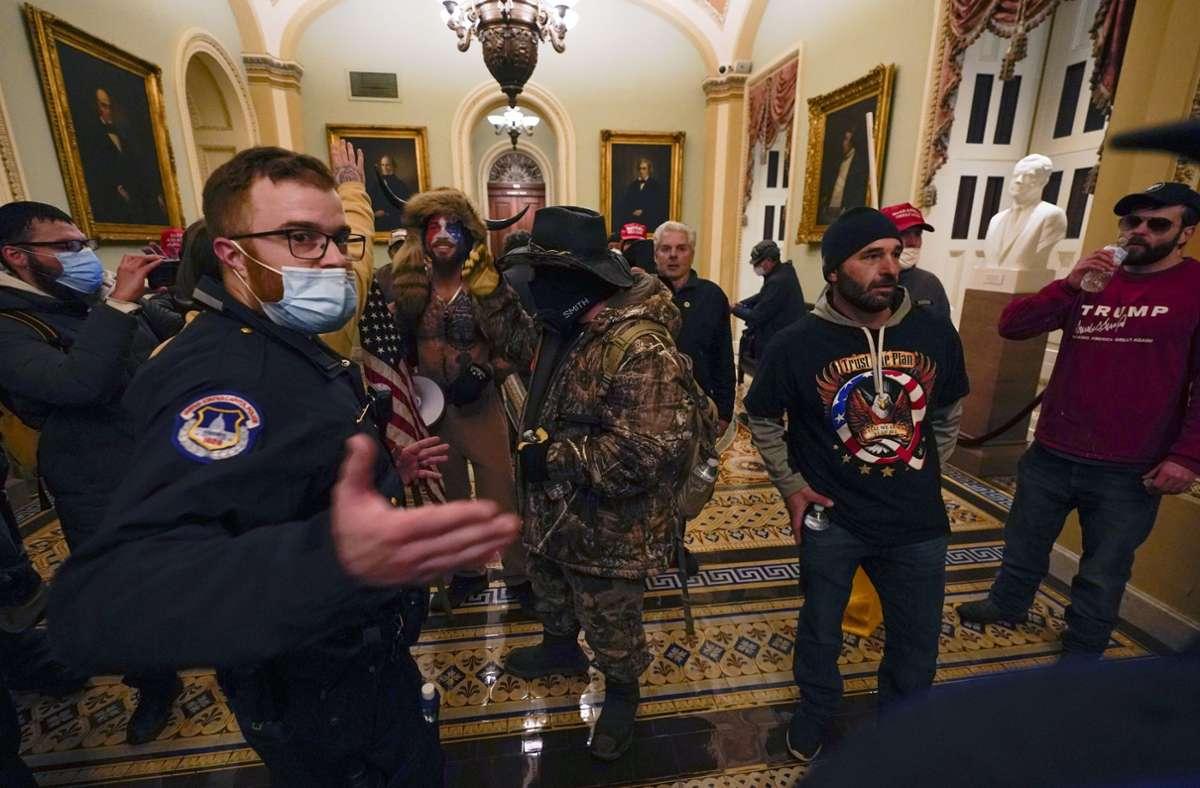 Demonstranten drangen bis ins Innere des Kapitols in Washington vor. Foto: dpa/Manuel Balce Ceneta