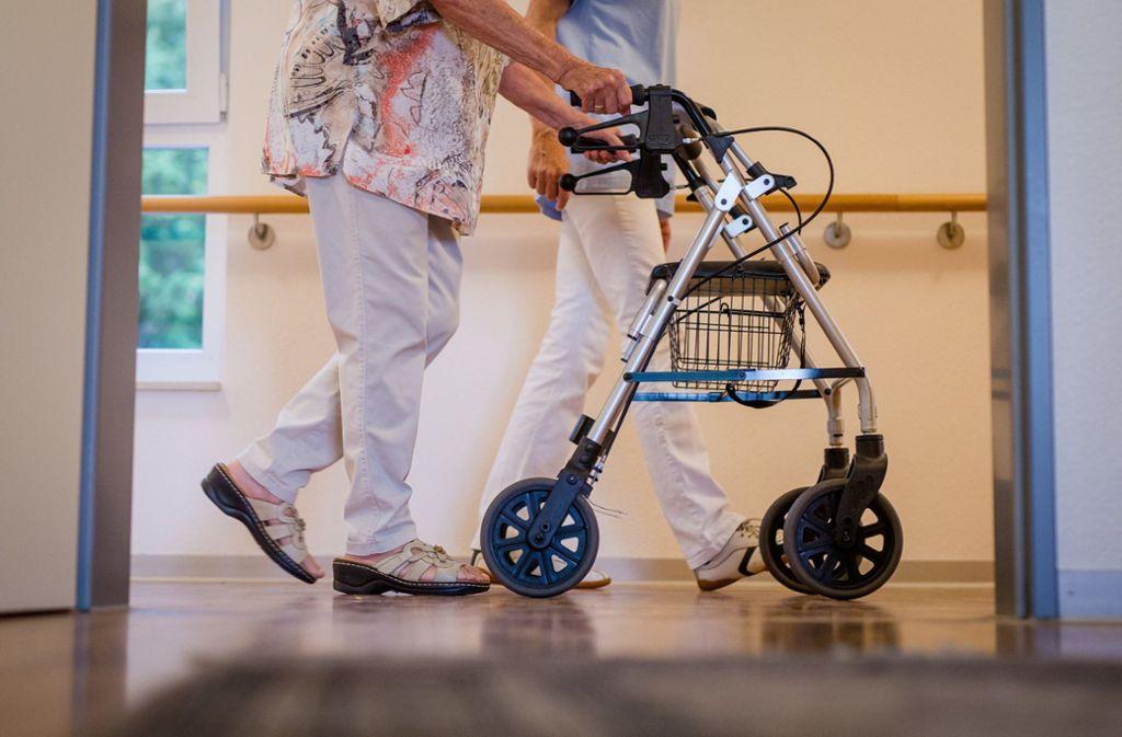 Bewohner von Alten- und Pflegeheimen dürfen wohl bald besucht werden. Foto: dpa/Christoph Schmidt