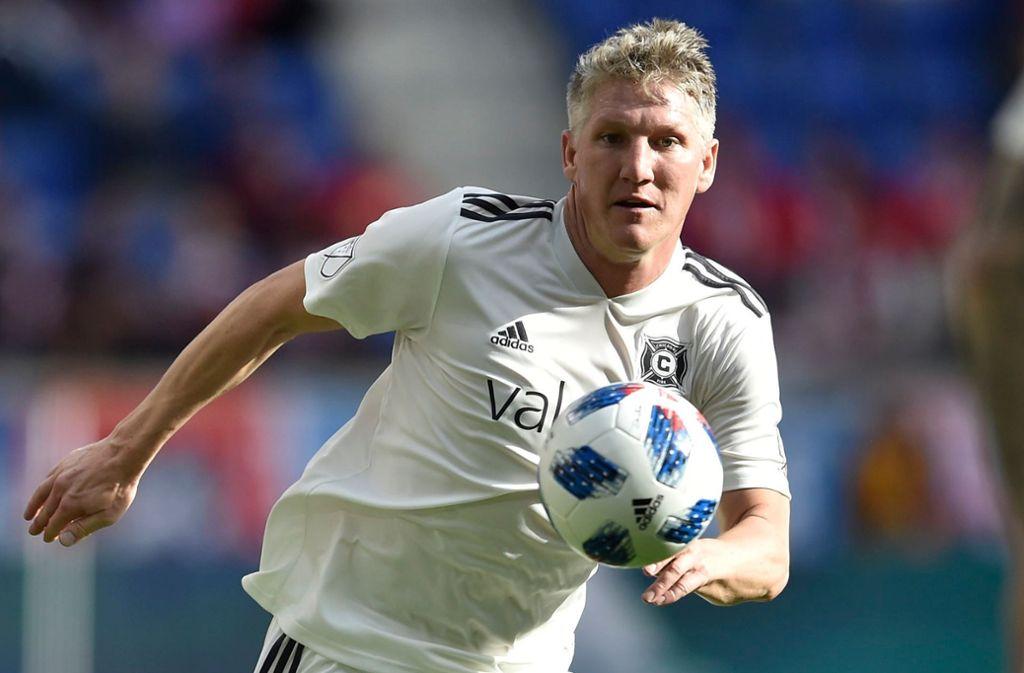 Bastian Schweinsteiger lässt sich noch alle Möglichkeiten für seine Fußballer-Karriere offen. Foto: dpa