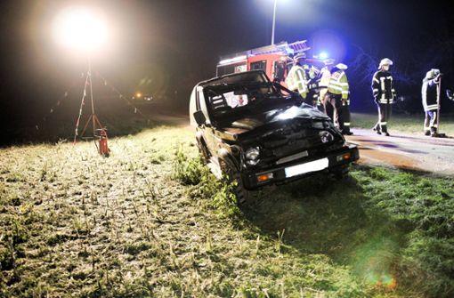 Glatteis: Auto kommt ins Schleudern - Fahrer schwer verletzt