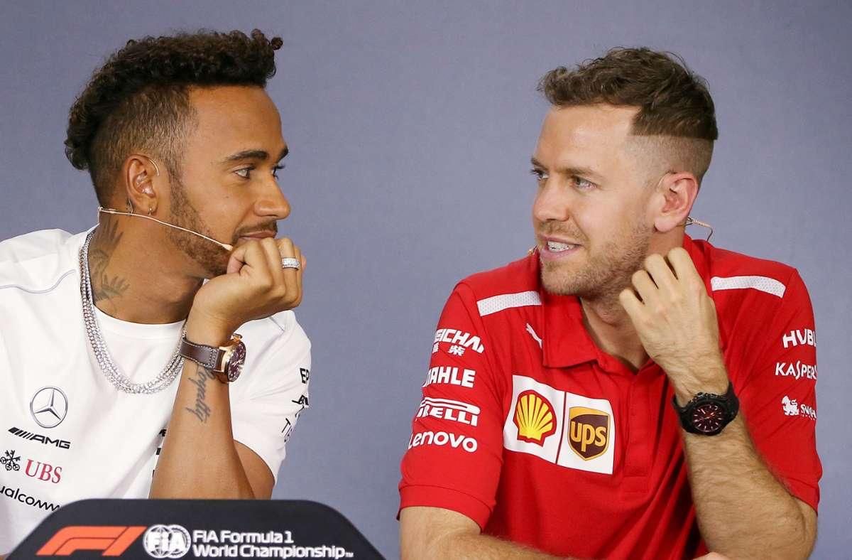 Mercedes-Star Lewis Hamilton (li.) und der künftige Aston-Martin-Pilot Sebastian Vettel fahren 2021 zwar nicht im gleichen Team, aber sind mit dem gleichen Mercedes-Motor unterwegs. Foto: dpa/Rick Rycroft