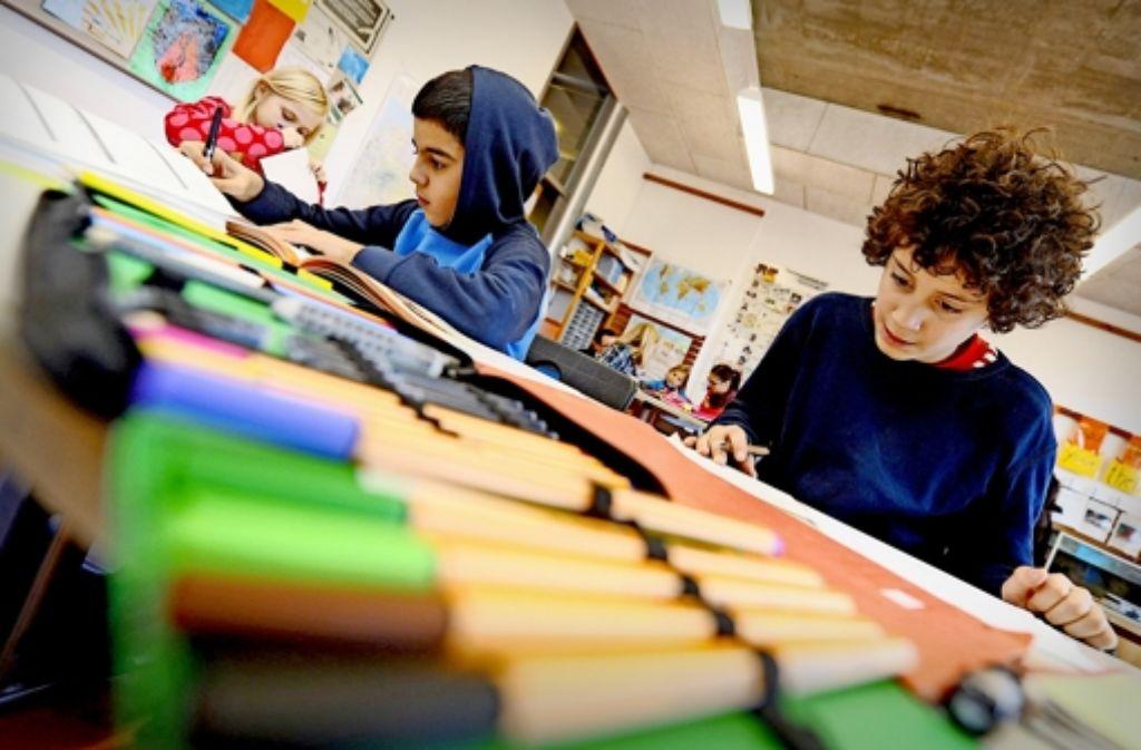 Stattet Grün-Rot die Gemeinschaftsschule mit mehr Ressourcen aus als andere Schularten? Die Koalition legt Zahlen vor. Foto: dpa