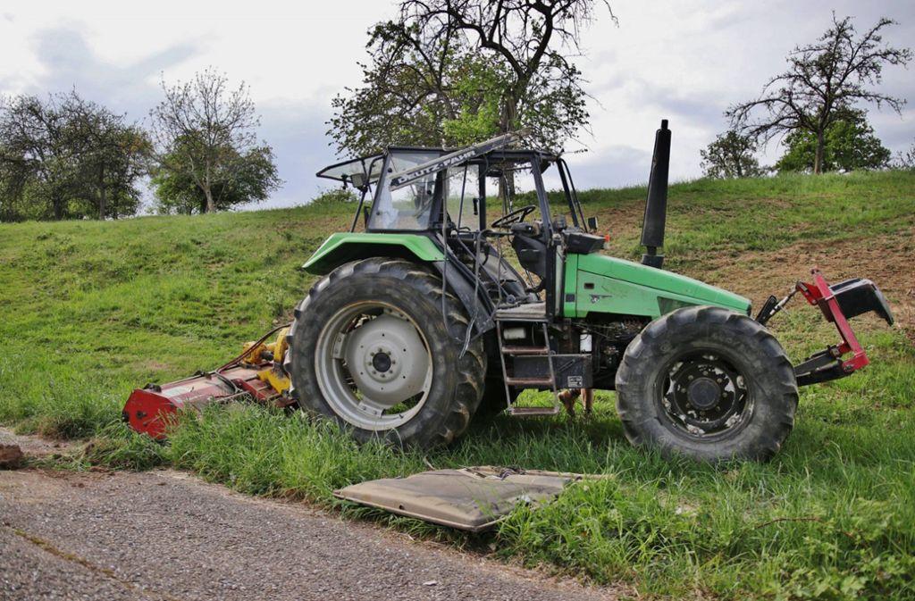 Am Ende der Wiese kam der Traktor auf den Rädern wieder zum Stehen. Foto: 7aktuell.de/Kevin Lermer