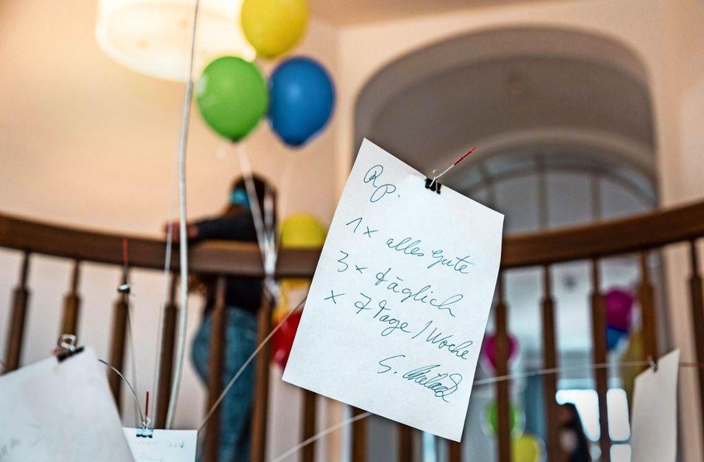 Rezept von Professor Stefan Bielack auf einem Notizzettel: Manchmal helfen Genesungswünsche weiter. Foto: Lichtgut/Julian Rettig
