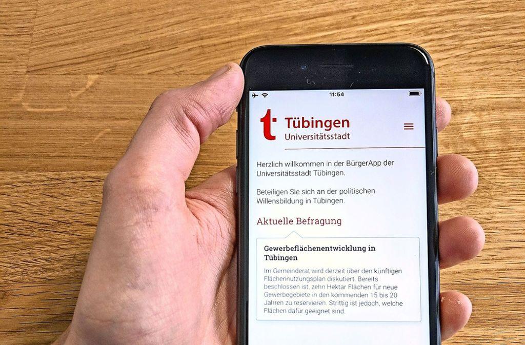 So sieht die App für Tübingerinnen und Tübinger aus – die  Frage zur Gewerbeflächententwicklung  ist allerdings fiktiv. Foto:aaronprojects GmbH Foto: