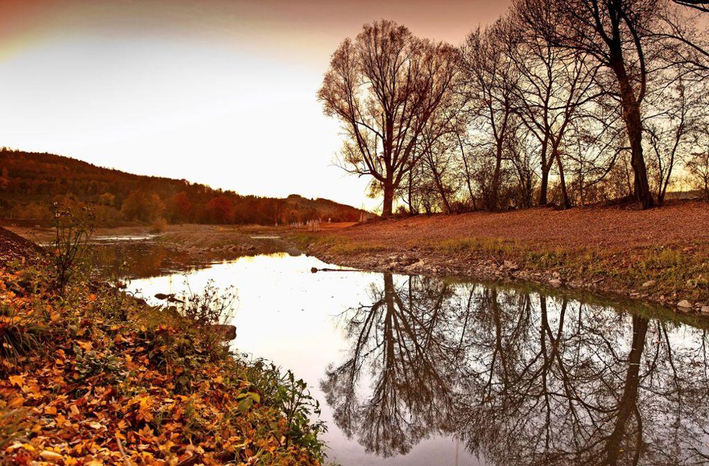 So friedlich wie hier ist die Rems nicht immer. Doch über den Schutz vor Hochwasser gibt es Streit. Foto: Frank Eppler/Archiv