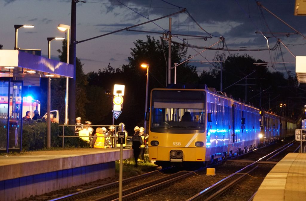Der stark sehbehinderte Mann stürzte auf die Gleise, kurz bevor die Stadtbahn einfuhr. eSta Foto: Andreas Rosar Fotoagentur-Stuttg