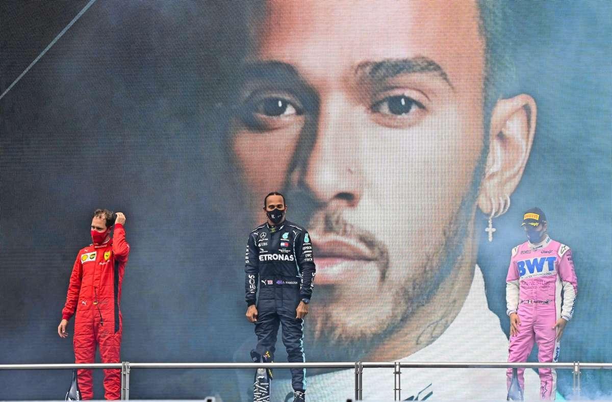 Der frisch gebackene Rekordweltmeister überstrahlt in der Formel 1 alle: Lewis Hamilton feiert den Sieg in der Türkei vor Sergio Perez (re.) und Sebastian Vettel (li.). Foto: imago/Mark Sutton