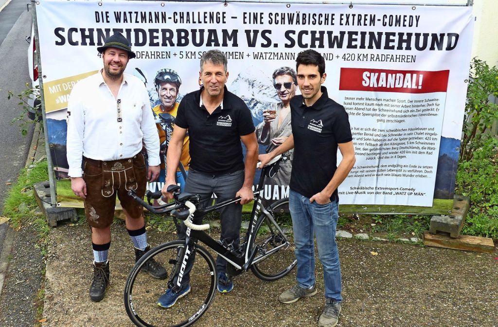 Gregor Wohak (v. li.) mit den Schneiderbuam Bernd und Leo Schneider. Foto: Michael Käfer