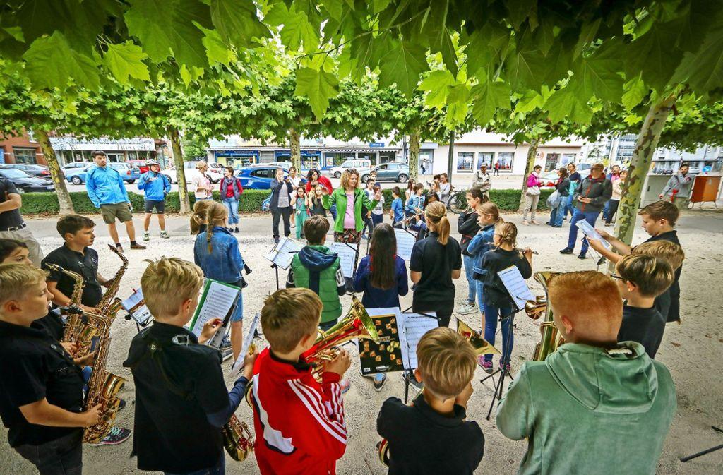Schüler der Otto-Rommel-Realschule  Holzgerlingen spielen am See. Foto: factum/Granville