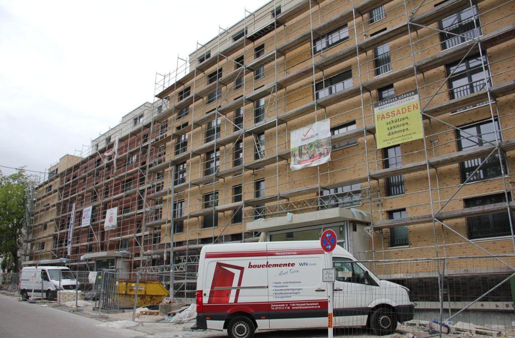 An der Fleiner Straße 10-16 baut die Genossenschaft 75 Wohnungen, fertig werden sollen sie im Oktober 2019. Foto: Bernd Zeyer