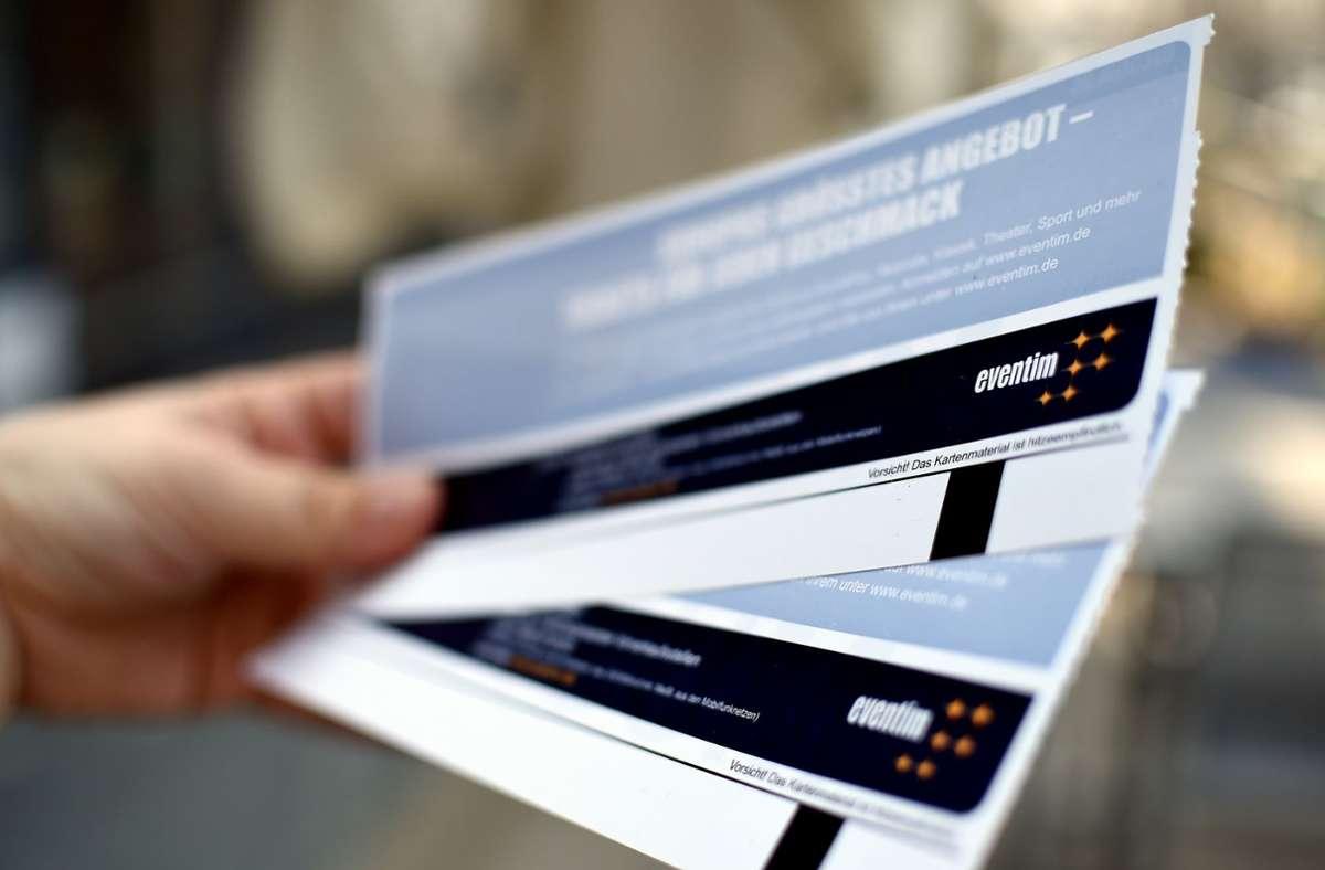 Wenn eine Veranstaltung abgesagt wird, können Ticketkäufer teilweise  auch die Vorverkaufsgebühren zurückfordern. Foto: dpa/Britta Pedersen