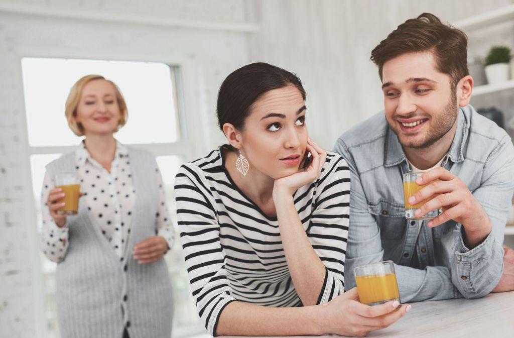 Das Verhältnis von Schwiegermutter und Schwiegertochter ist oft schwierig. Foto: Adobe Stock/Viacheslav Iakobchuk