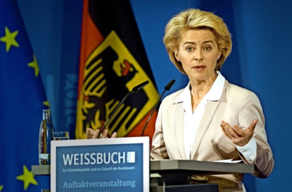 Ministerin Ursula von der Leyen eröffnet die Debatte über das neue Weißbuch. Foto: dpa